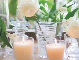 Kerzen und Dekoration